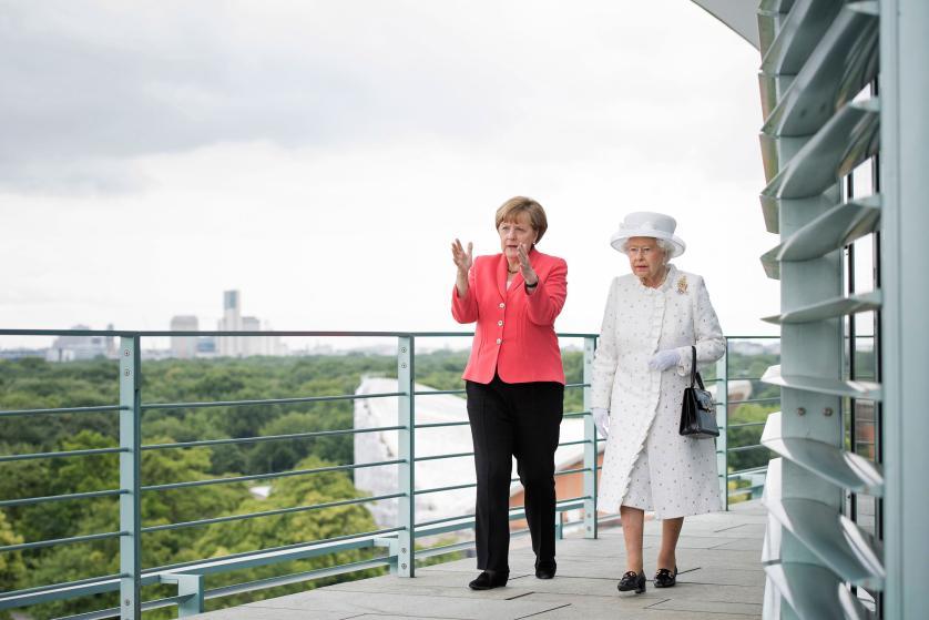 """10 bức ảnh tiết lộ lý do bà Merkel trở thành """"nhân vật của năm 2015"""" 6"""