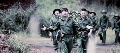 Long Nhật, Việt Trung cực điển trai trong MV tình đồng chí 1