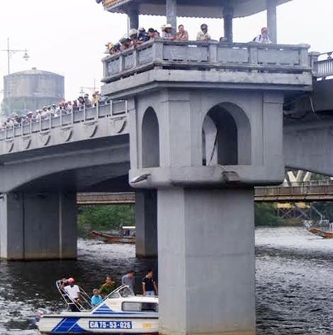 Nam thanh niên rơi xuống sông Hương tử vong với vết đâm thấu ngực 1