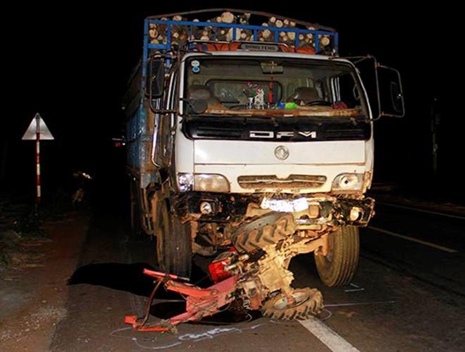 Vụ xe tải đâm công nông, 14 người thương vong: Tài xế dùng bằng giả 1