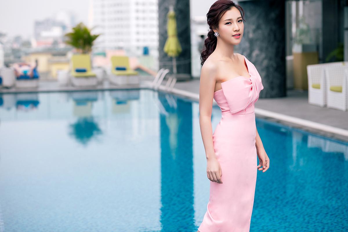 Á hậu Hoàng Oanh khoe nét đẹp gợi cảm 'khó cưỡng' 4