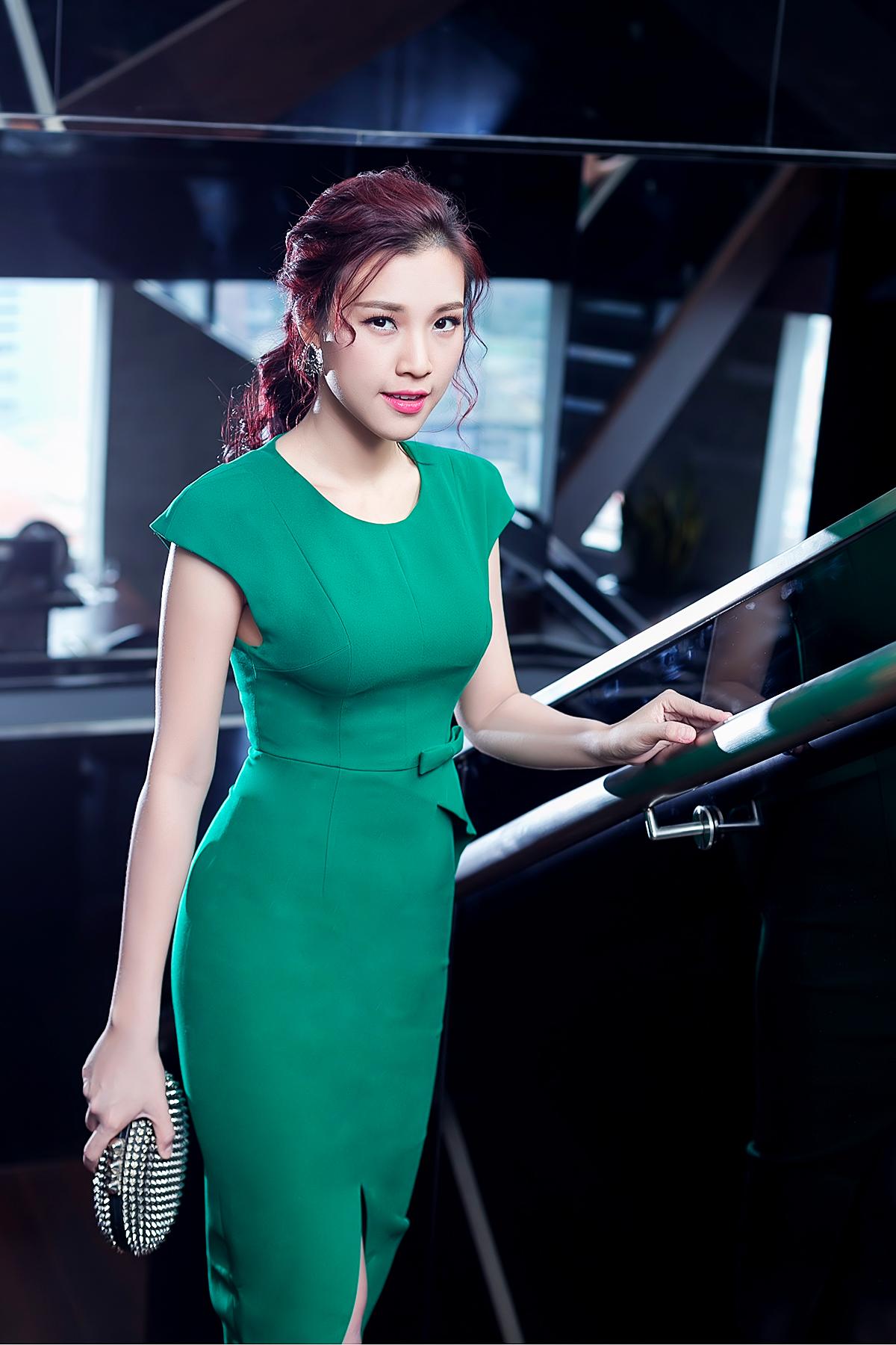 Á hậu Hoàng Oanh khoe nét đẹp gợi cảm 'khó cưỡng' 8
