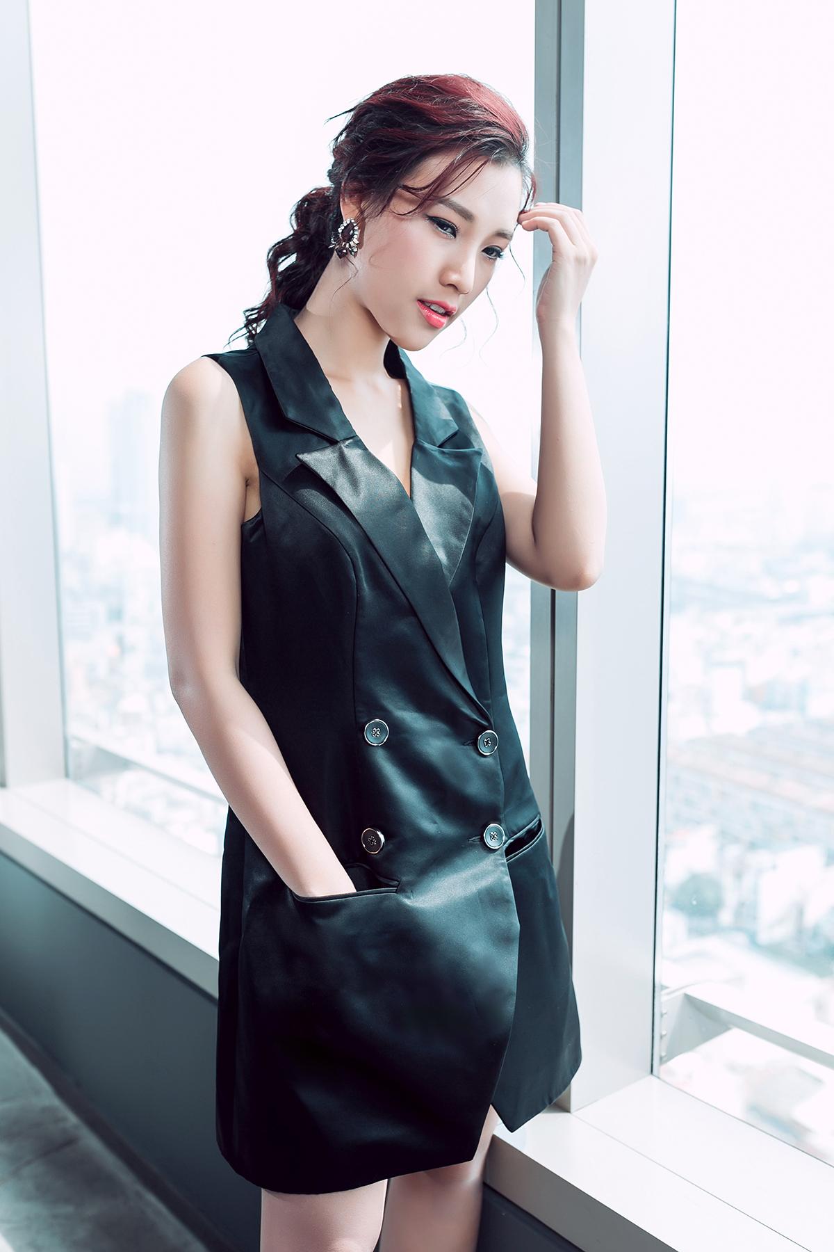 Á hậu Hoàng Oanh khoe nét đẹp gợi cảm 'khó cưỡng' 11