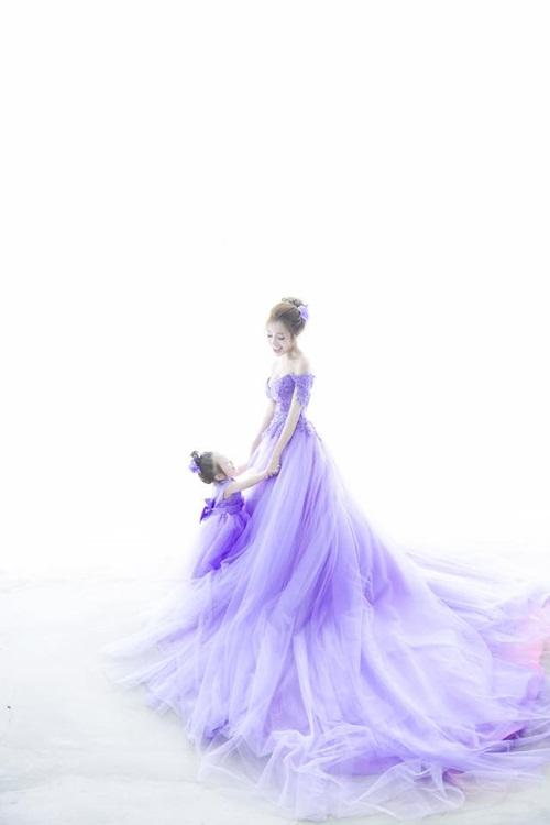 Bộ ảnh Elly Trần xinh đẹp, nóng bỏng bên cạnh con gái 8