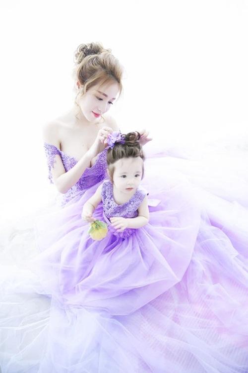 Bộ ảnh Elly Trần xinh đẹp, nóng bỏng bên cạnh con gái 4