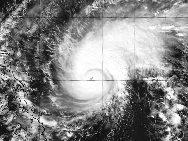 Diễn biến mới nhất cơn bão Melor giật trên cấp 17 gần Biển Đông 1