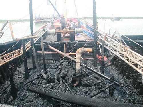 Hai tàu cá tiền tỷ của ngư dân bất ngờ bị thiêu rụi 1