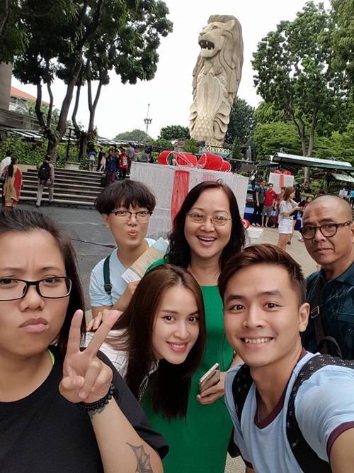 Vợ chồng Tú Vi - Văn Anh hạnh phúc đi nghỉ tại Singapore 5