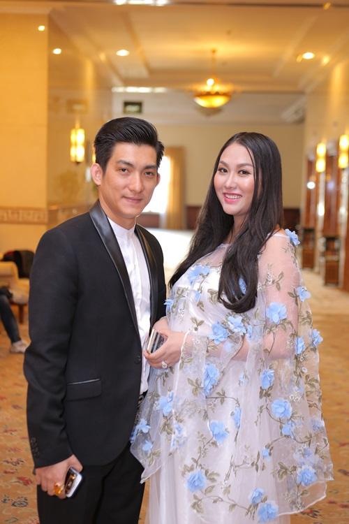 Phi Thanh Vân 'vác' bụng bầu 8 tháng đi sự kiện 2