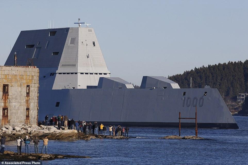 Quái vật tàng hình của hải quân Mỹ lần đầu tiên 'bơi' ngoài biển 5