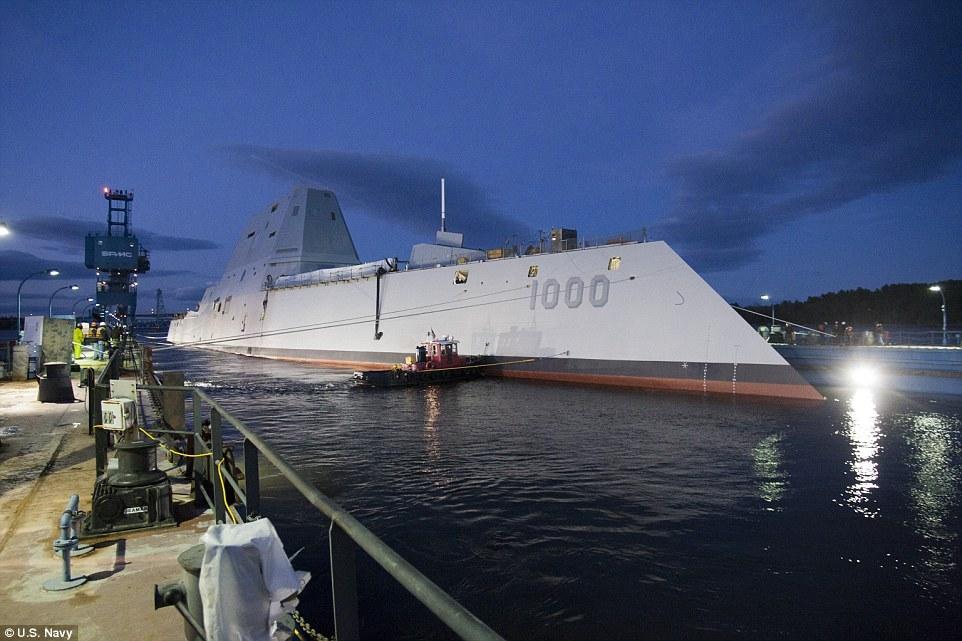 Quái vật tàng hình của hải quân Mỹ lần đầu tiên 'bơi' ngoài biển 8