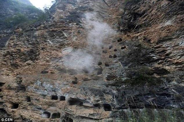 Trung Quốc: Phát hiện khu mộ treo với 131 quan tài từ hàng nghìn năm trước 2