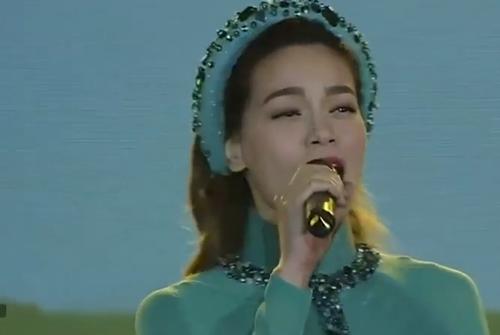 Hồ Ngọc Hà bị chê 'thảm họa' khi hát Quảng Bình quê ta ơi! 1