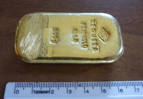 Thiếu nữ nhặt được thỏi vàng 400 triệu khi đi bơi 1