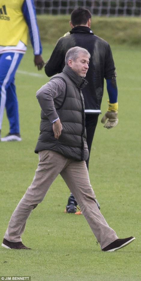 Sa thải Mourinho, ông chủ Abramovich lập tức xuất hiện tại sân tập  3