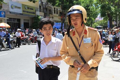 Lối hành xử đẹp của CSGT Đà Nẵng được cư dân mạng chia sẻ suốt tuần qua 1