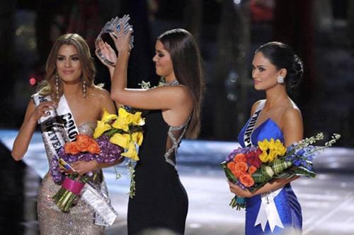 Ảnh chế: 'Khoảnh khắc bạn nhận ra 30 chưa phải là tết' sau Hoa hậu Hoàn vũ 1
