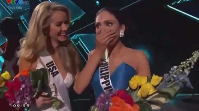 """Giây phút bị """"sốc"""" của hoa hậu Colombia khi bị gỡ vương miện 3"""