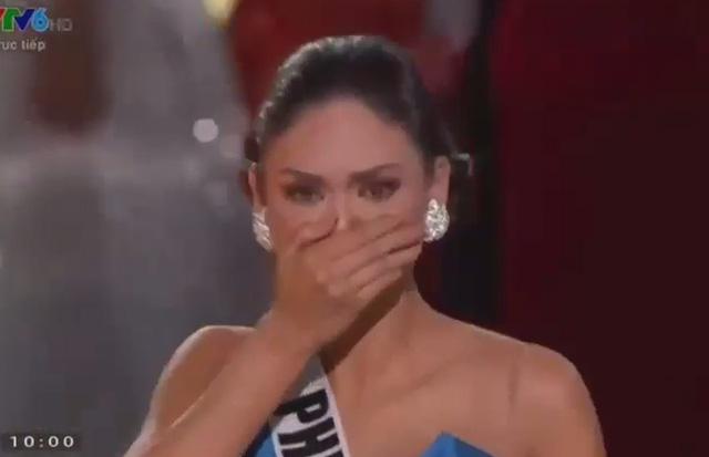 """Giây phút bị """"sốc"""" của hoa hậu Colombia khi bị gỡ vương miện 2"""