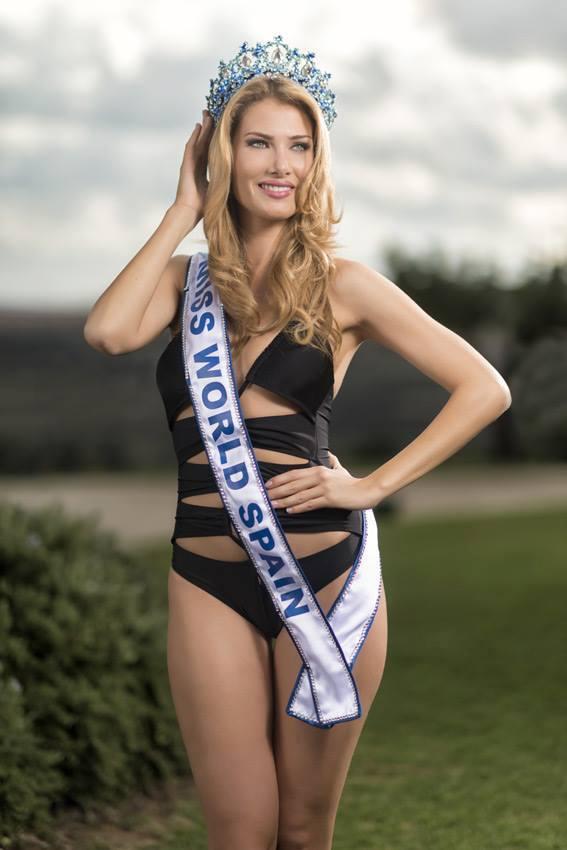 Hình ảnh Tân Hoa hậu thế giới là fan ruột của Barcelona số 7