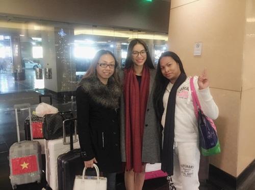 Phạm Hương một mình xách vali đi du lịch sau Hoa hậu Hoàn vũ 5