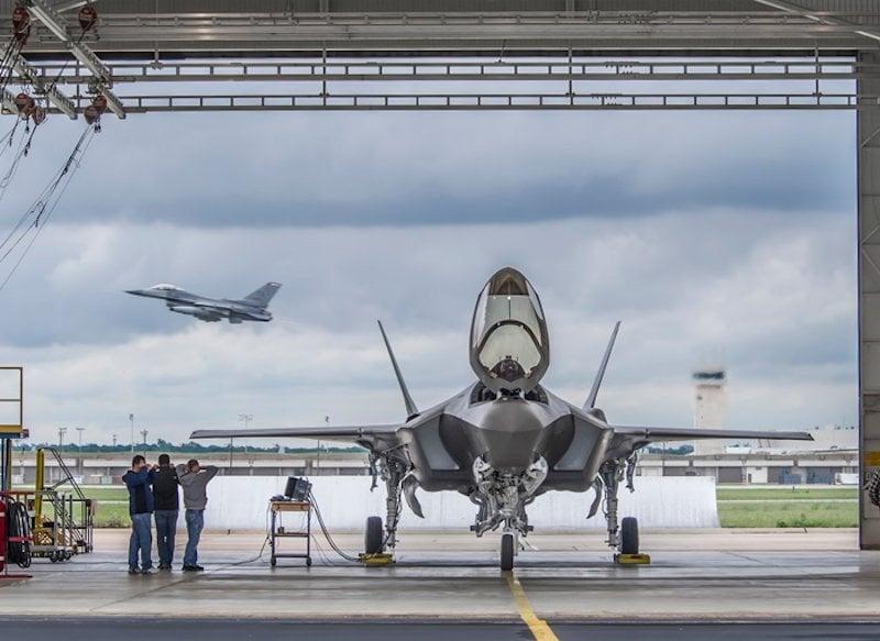 15 hình ảnh đẹp nhất của F-35 trong năm 2015 11