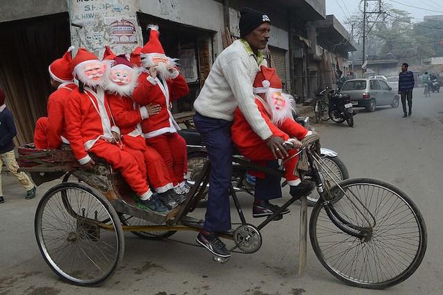 Ông già Noel trên thế giới di chuyển bằng gì? 5