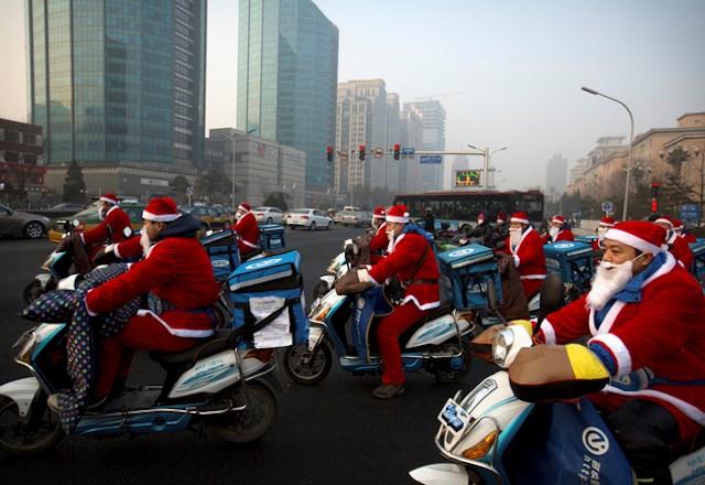 Ông già Noel trên thế giới di chuyển bằng gì? 8