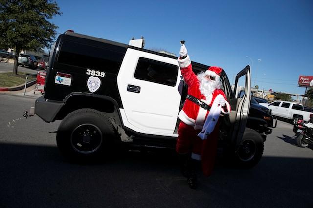 Ông già Noel trên thế giới di chuyển bằng gì? 9