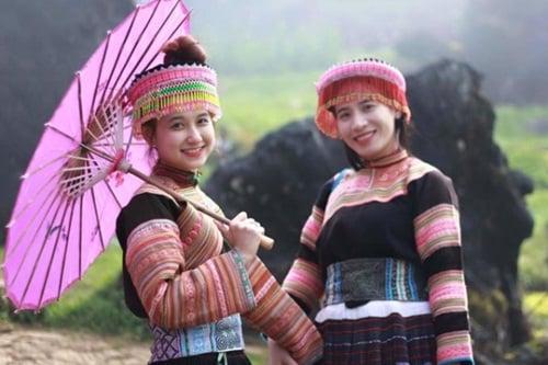 Cô gái dân tộc Mông gây sốt mạng vì quá xinh đẹp 2