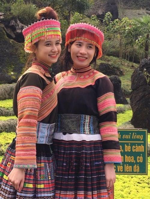 Cô gái dân tộc Mông gây sốt mạng vì quá xinh đẹp 4