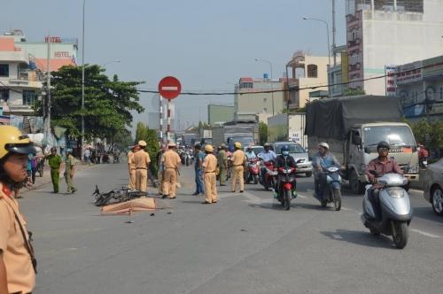 Xe ben tông liên tiếp 3 xe máy, 1 người tử vong tại chỗ 1