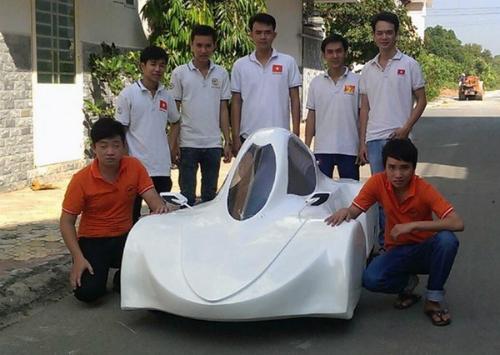 Hình ảnh Sinh viên Việt chế xe ô tô chạy 200km hết 1 lít cồn số 2