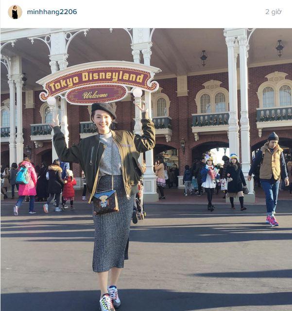 Facebook sao Việt: Hoàng Thùy Linh khoe vũ đạo gợi cảm trên sân khấu 9