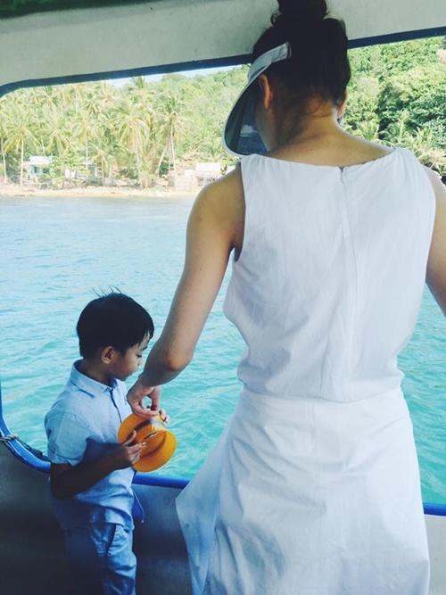 Hồ Ngọc Hà đưa con trai đi Thái Lan sau scandal trang phục 4