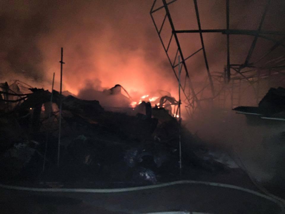 Hình ảnh Video: Tiểu thương gào thét trong tuyệt vọng nhìn lửa thiêu rụi chợ Phủ Lý số 1