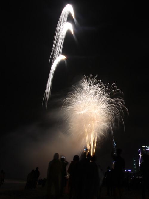 Hình ảnh Màn pháo hoa nghệ thuật đón năm mới 2016 trên bãi biển Đà Nẵng số 3
