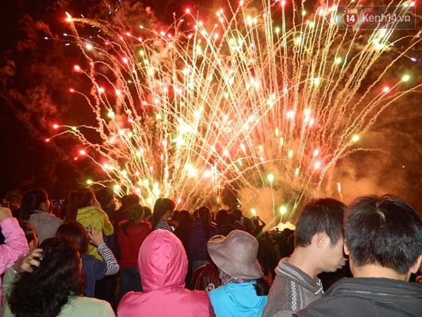 Hình ảnh Màn pháo hoa nghệ thuật đón năm mới 2016 trên bãi biển Đà Nẵng số 5