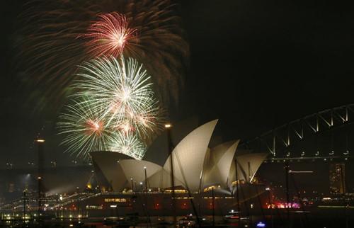 Video: Pháo hoa rực rỡ đón năm mới 2016 trên cầu cảng Sydney 3