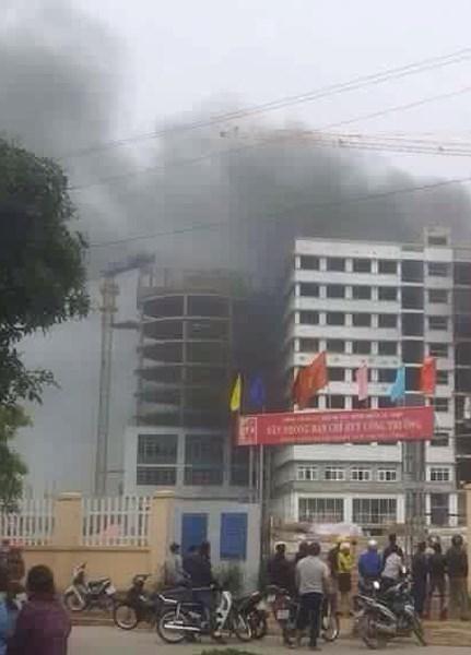 Hình ảnh Cháy lớn ngày đầu năm tại công trình Bệnh viện Nhiệt đới số 3