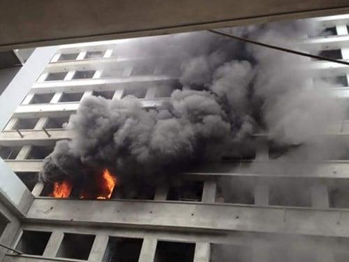 Cháy lớn ngày đầu năm tại công trình Bệnh viện Nhiệt đới 1