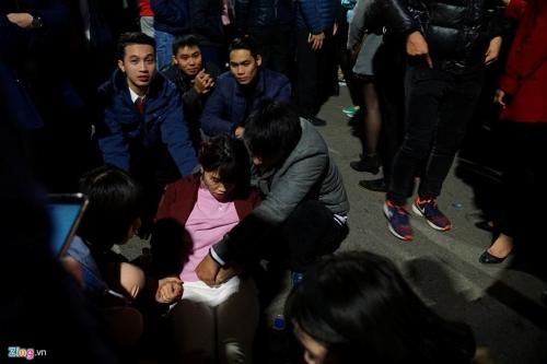 Hà Nội: Đêm giao thừa 2016, trèo cây, chen lấn, ngất xỉu 5