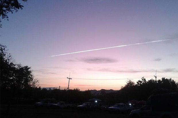 Hình ảnh Thái Lan xuất hiện vệt sáng lạ cùng ngày vật thể lạ rơi xuống Việt Nam số 1
