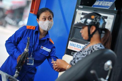 Giá xăng giảm lần đầu tiên trong năm mới 1