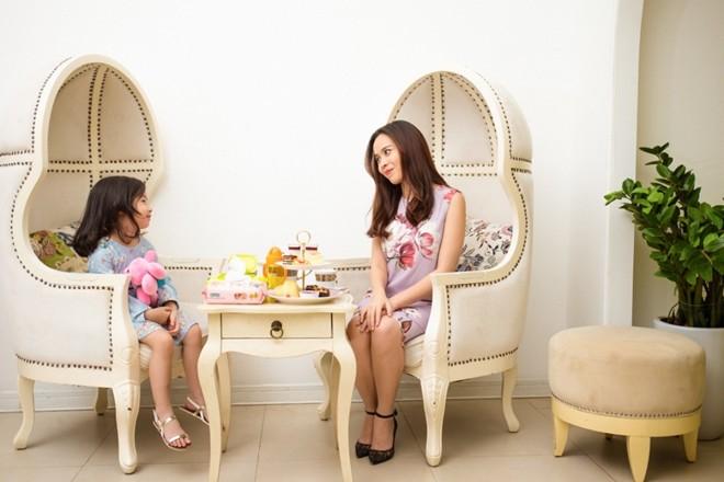 Con gái Lưu Hương Giang sành điệu hơn cả sao nhí 2