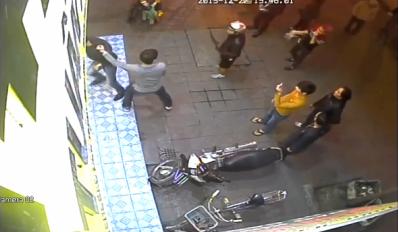 Video: Màn bắt trộm xe máy như phim hành động ở Quảng Ninh 1