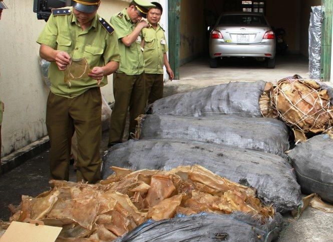 Bắt giữ 1,3 tấn bì heo thối trên đường vào TP HCM tiêu thụ 1
