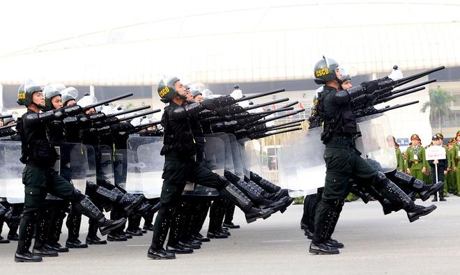 Cận cảnh dàn trực thăng, xe bọc thép tối tân xuất quân bảo vệ Đại hội Đảng 1