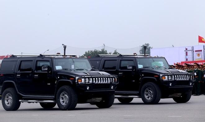 Cận cảnh dàn trực thăng, xe bọc thép tối tân xuất quân bảo vệ Đại hội Đảng 5