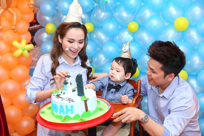 Diễm Hương hạnh phúc tổ chức sinh nhật cho con trai 1